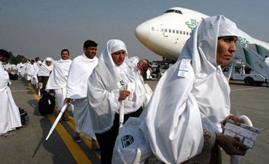 Saudi Arabia places temporary ban on Umrah pilgrims over coronavirus