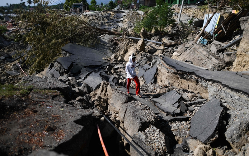 Indonesia seeks global help after quake-tsunami, mass prison breaks confirmed